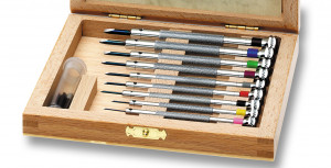 Screwdriver assortment in wooden box Flume